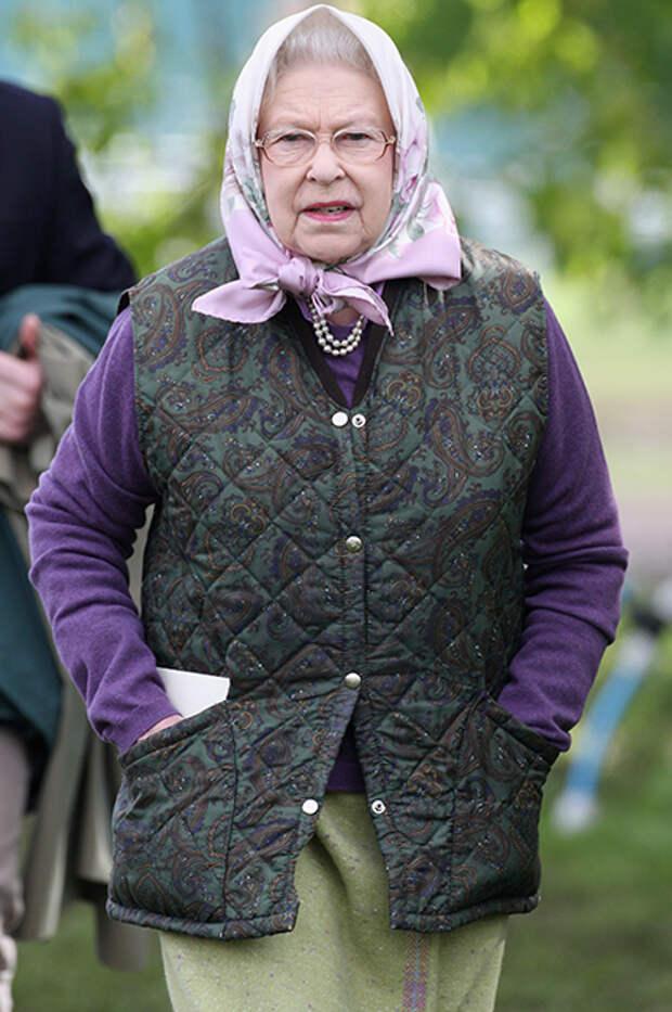 Королева знает: 5 трендов сезона, которые Елизавета II считала модными уже давно
