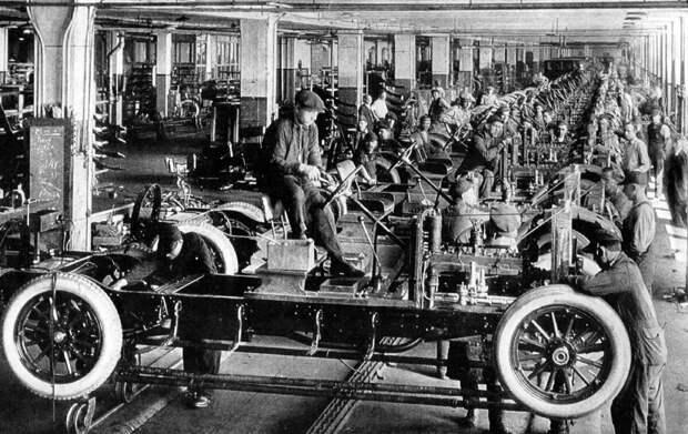 Форд поднял зарплату своим рабочим, чтобы те могли покупать его автомобили