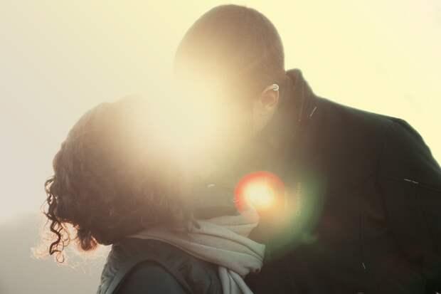Перестав выполнять свою сугубо физиологическую функцию, женский оргазм мог бы приобрести другую, чисто психологическую. (Фото SplitShire / pixabay.com.)