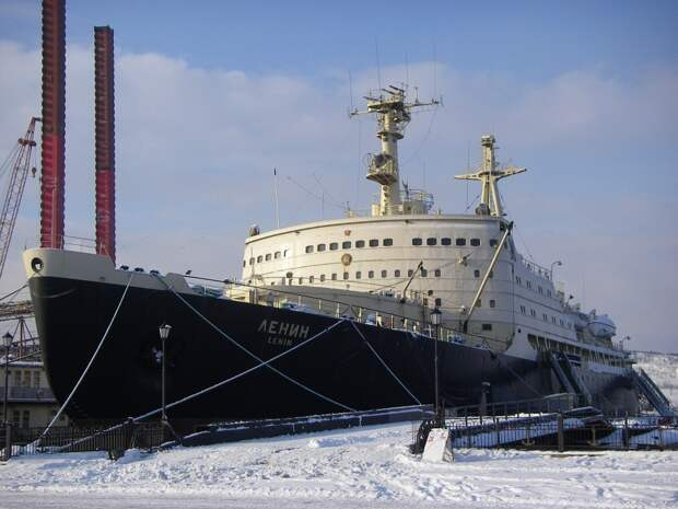 5 декабря 1957 года в СССР спущен на воду первый в мире атомный ледокол «Ленин»