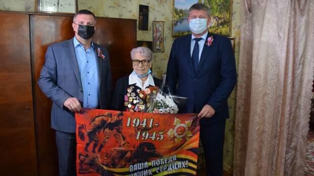 В преддверии Дня Великой Победы в Джанкое поздравляют ветеранов