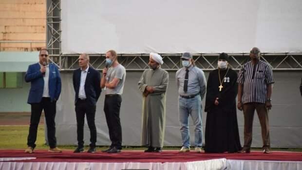 Шугалей и Суэйфан представили жителям ЦАР фильм о российских инструкторах