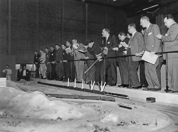 Презентация модели ракетного поезда в корпорации «Боинг», конец 1960-х годов.