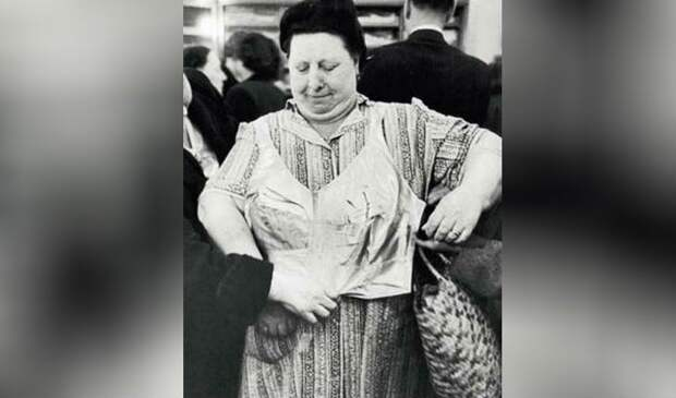 Женский бюстгальтер советской эпохи