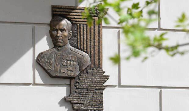 ВКазани установили мемориальную доску Красавину