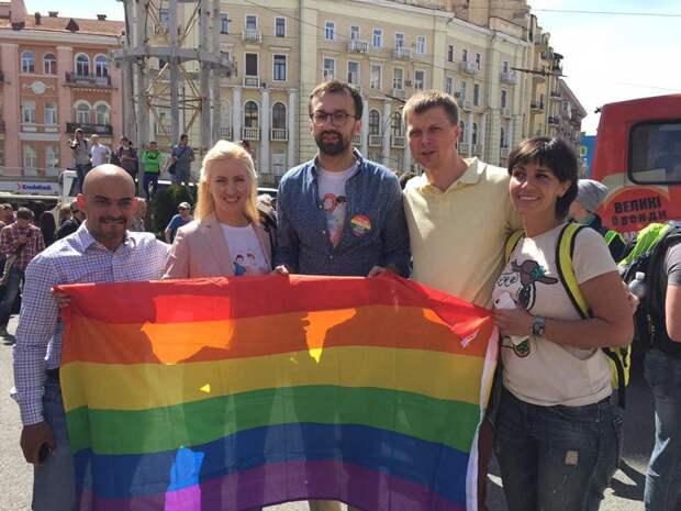 Дупло Сороса: Зеленский уже не скрывает союз с Порошенко