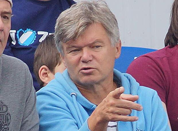 Сергей ВЕДЕНЕЕВ: Карасеву просто некуда было уже деваться, когда Кузяев наступил на ногу сопернику, но после удаления зенитовца «Локомотив» просто вырубило