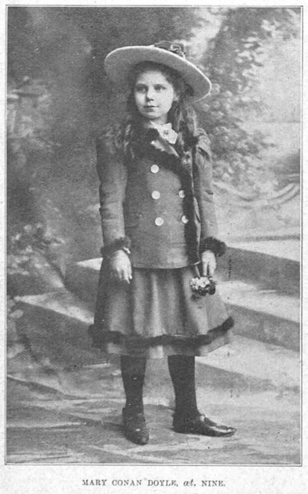 Мэри Конан Дойл в 9 лет.