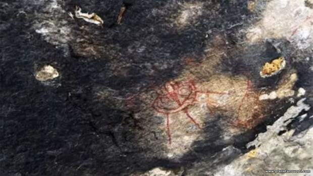 Археологов озадачили наскальные рисунки НЛО возрастом 10 000 лет