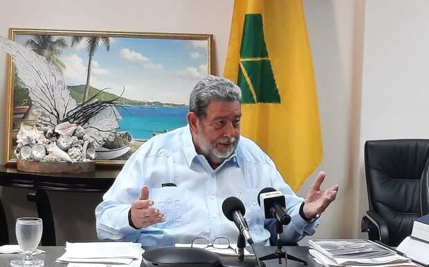 Премьер-министр Сент-Винсента и Гренадин пострадал во время протестов