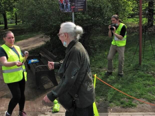 Пенсионерка приняла участие в забеге в парке «Ангарские пруды»