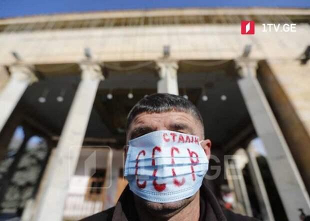 Жители Гори требуют вернуть памятник Сталину