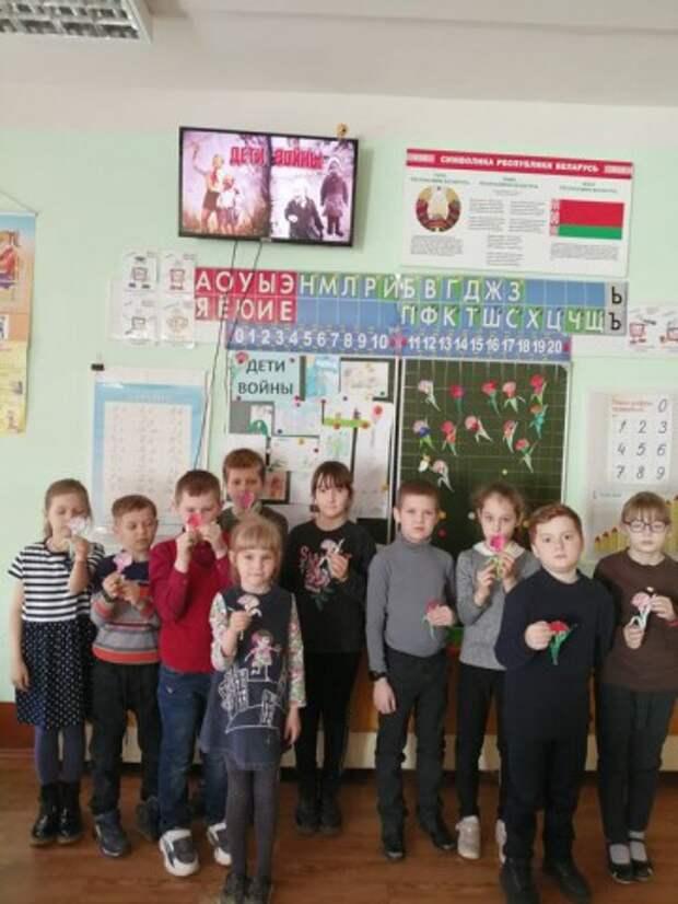 10 апреля. Учащиеся 2г в эту субботу просмотрели видео фильм о детях войны.