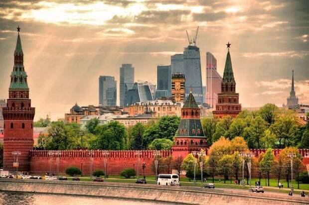 Мода или пропаганда - почему часть россиян видит кругом Россию прошлого