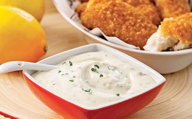 Шеф-повара часто улучшают блюда соусами: 5 их соусов сделали дома, и еда сразу стала «богаче»