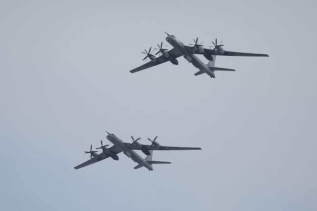 Дозаправка Ту-142 в небе над Северным Ледовитым океаном