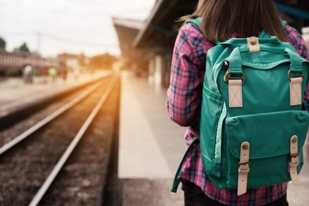 Поезд, самолёт, паром. Как доехать до отдыха мечты и не приуныть