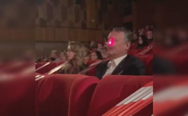 Экс-министр ДНР Стрелков пожаловался на светивших в лицо лазером сотрудников кинотеатра