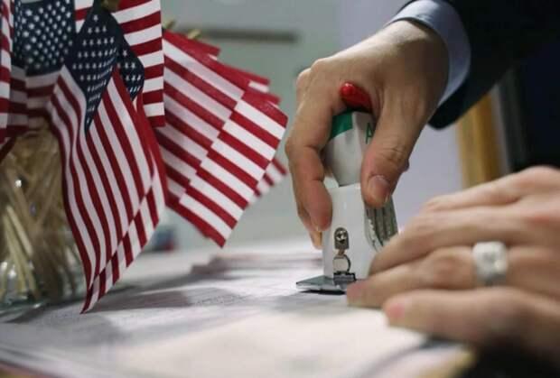 Россиянам назвали простые способы получения визы в США