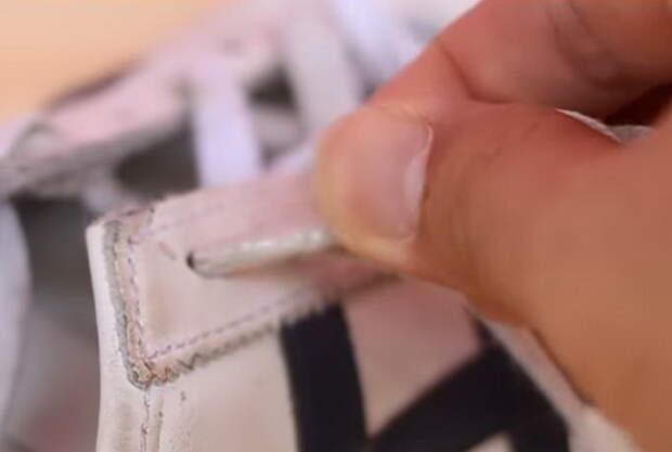 Как зашнуровать кроссовки, если шнурок растрепался.