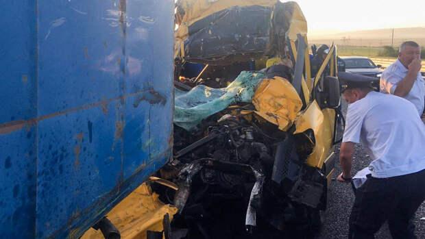 В попавшем в ДТП микроавтобусе находились жители Кубани и ХМАО