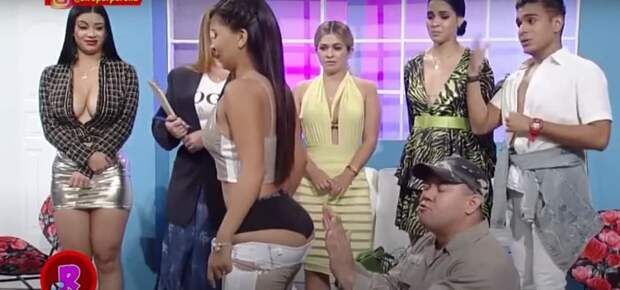 Букмекер из Азии заставлял девушек имитировать оральный секс. «Норвич» заключил с ним сделку и взбесил фанатов