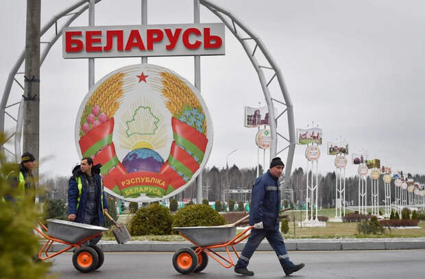 Telegram-канал обвинил белорусские власти в «помощи» незаконным мигрантам