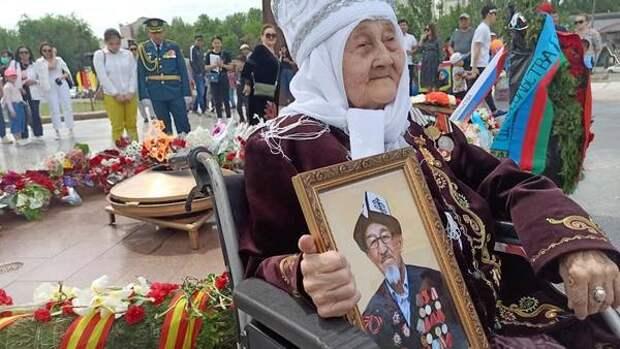"""Акция """"Бессмертный полк"""" состоялась в Киргизии"""