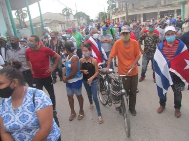 Кубинцы встали на защиту государства
