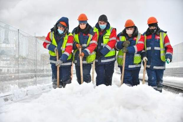 Молодежная палата Головинского района очистила район от снега