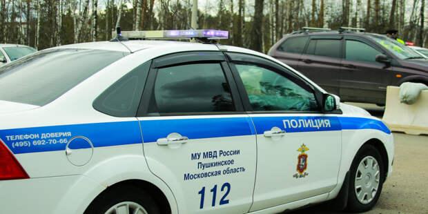 Столичные автоинспекторы помогли мужчине принять роды у его жены в машине
