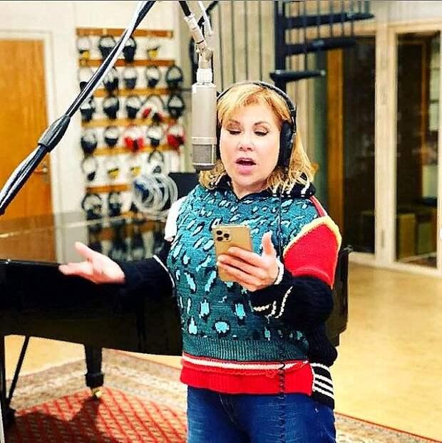 Марина Федункив сообщила читателям, когда можно будет услышать песни в её исполнении