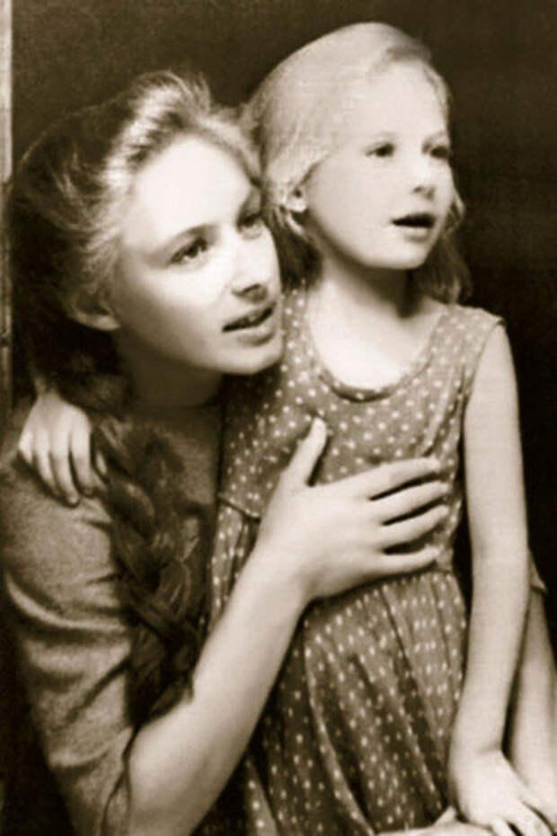 С младшей сестрой