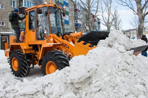 Дороги Сахалина завалило снегом, населенные пункты остались без электричества