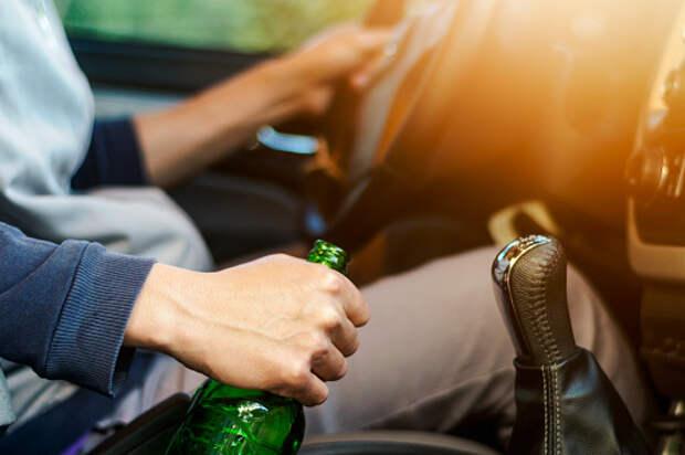 На Академика Королева задержали пьяного и лишенного водительских прав мужчину