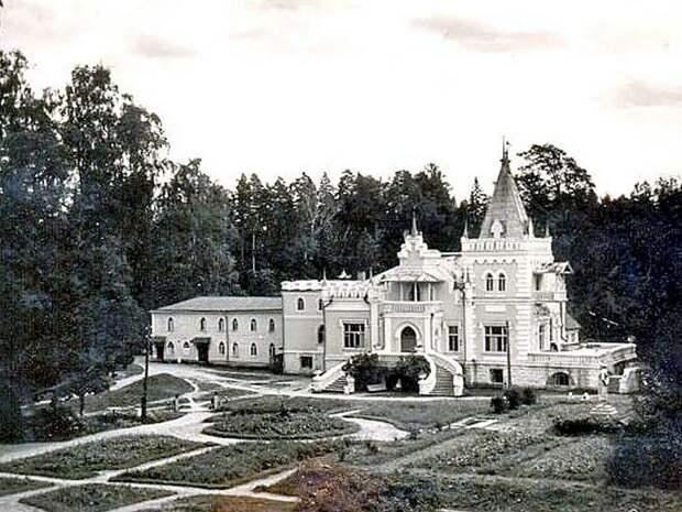 Еще одна дворянская усадьба, которая сегодня заброшена. /Фото: livejournal.com