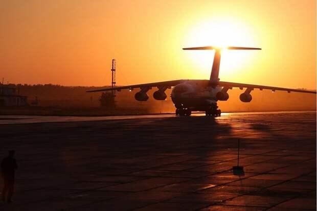 Из-за сообщений о бомбе на борту самолету пришлось долго кружить, вырабатывая топливо