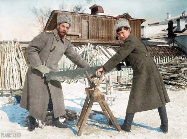 Раскрасили фото России времен революции.