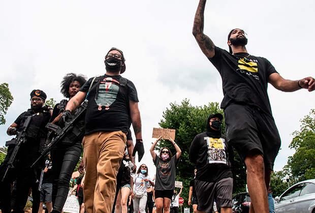 Вооруженные члены «Черных пантер-революционеров» на протестах в городе Декейтер штата Джорджия