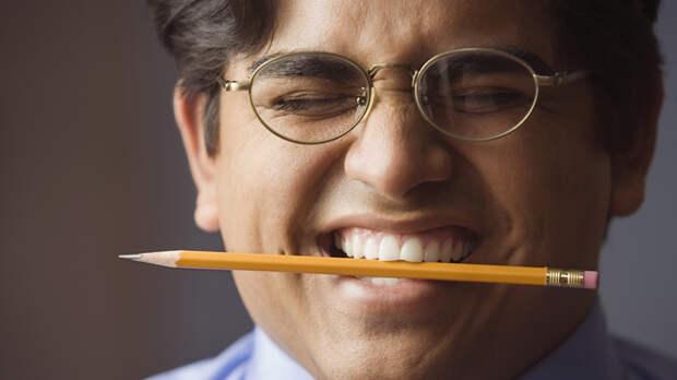 От головной боли поможет карандаш в зубах