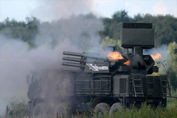 Зенитный ракетно-пушечный комплекс «Панцирь-С» ведет огонь