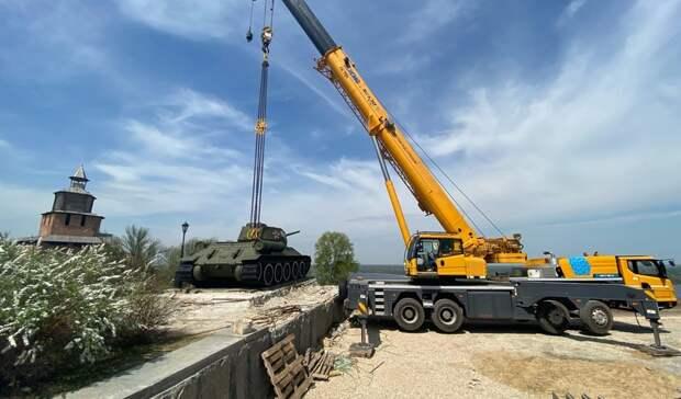 Легендарный танк Т-34 вНижегородском кремле убрали спостамента.Причина уже известна