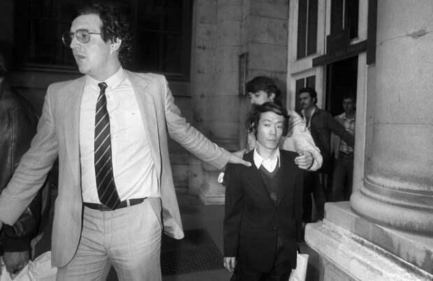 Писатель, ресторанный критик, порноактер, каннибал и некрофил Иссэй Сагава со своим адвокатом, Париж, 1981 год.