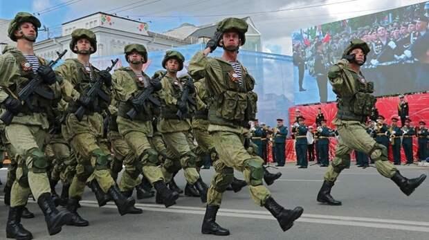 В Симферополе День Победы встретили военным парадом (ФОТО)