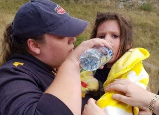 Слепой пёс породы «голубой хилер» спас девочку! Малышка заблудилась в горах дождливой ночью…