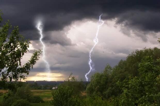 Гроза с градом, ливнем и сильным ветром обрушится на Тверскую область