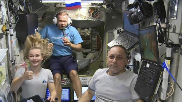 Сбой на МКС почти не изменит время возвращения киноэкипажа на Землю