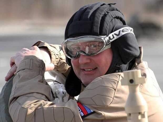 Рогозин пригрозил разорвать оборону США новыми ракетами РФ