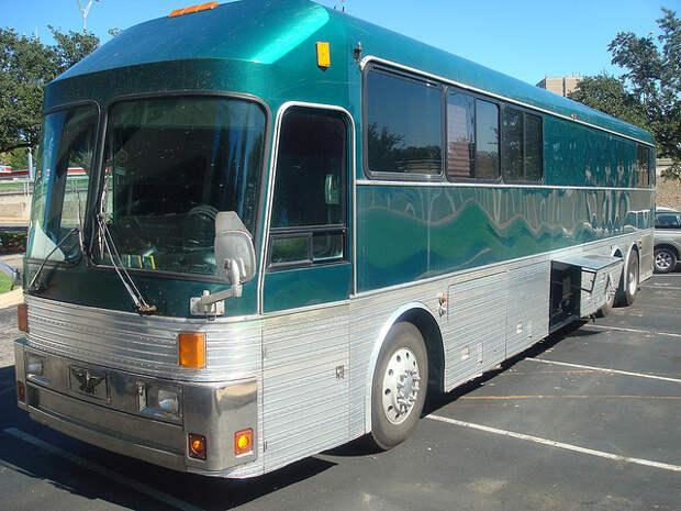 model 15 Eagle tour bus