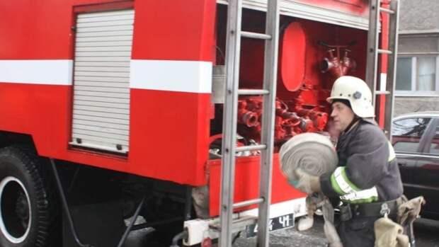 Спасатели локализовали возгорание иномарки на петербургской КАД